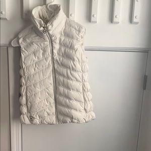 Water resistant puffer vest